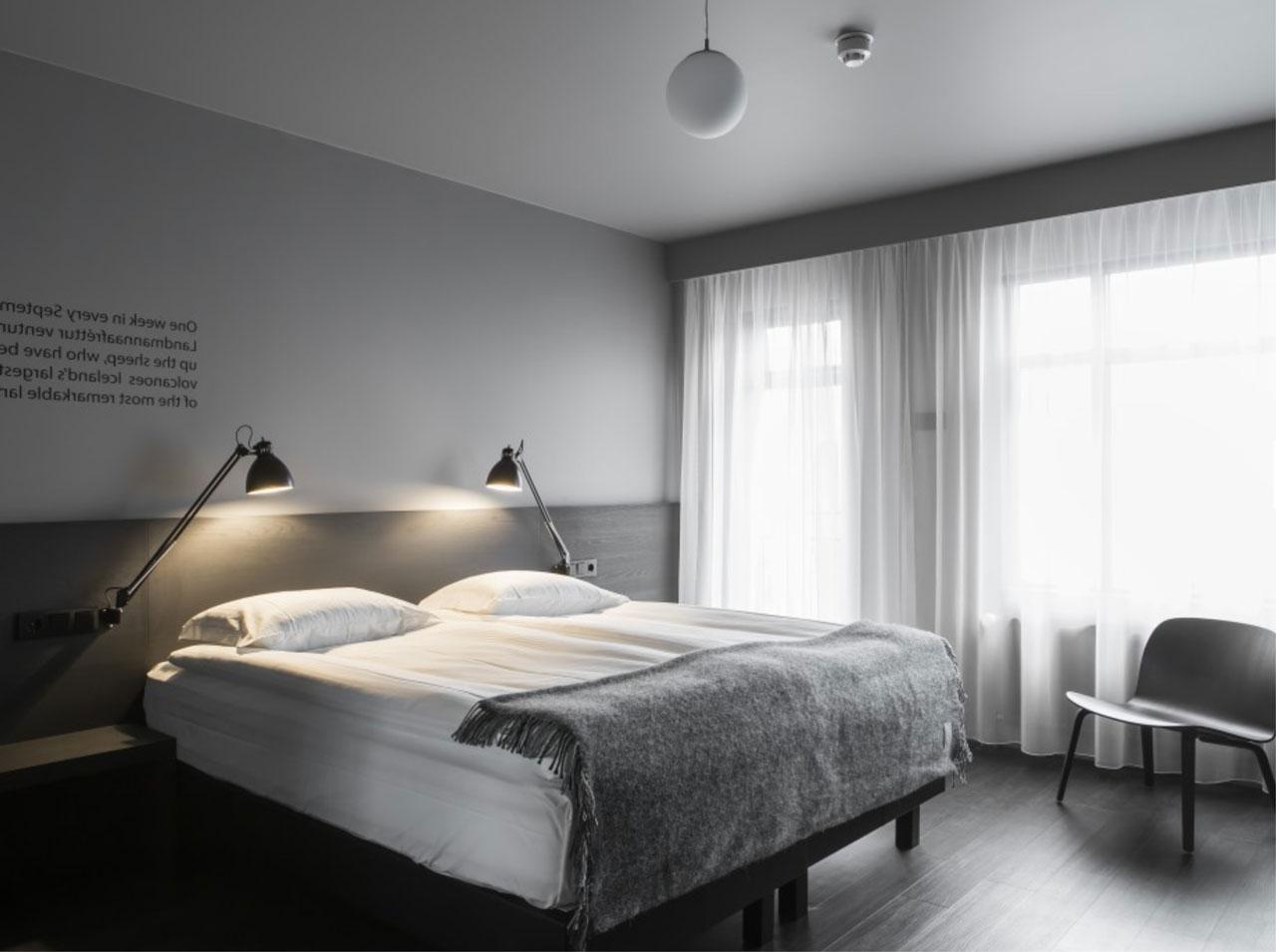 Wyposażamy hotele, pensjonaty, apartamenty, restauracje oraz inne budynki użyteczności publicznej.
